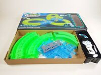 KIDS RAPID WORLD STUNT TRACK SLOT CAR RACER ELECTRIC RADIO CONTROL GLOWING UK