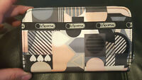 Used LE SPORTSAC zip around Wallet