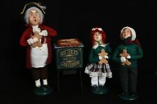 Byers Choice Cries of London Gingerbread Caroler Vendor + Stand + Kids