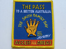 VINTAGE SMITH FAMILY DAY EMBROIDERED SOUVENIR PATCH WOVEN CLOTH SEW-ON BADGE