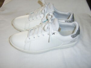 SKETCHERS GO-GOLF WOMEN'S SHOES NEW IN BOX SIZE USA 5.5 WHITE BB19-5
