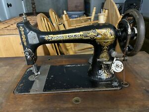 Antique Singer Sewing Machine from 1895 serial no. - 13085294 - Sphinx w/Cabinet
