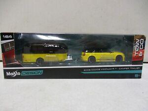 Maisto Design 2006 Dodge Magnum R/T and Camper Trailer