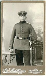 Orig. Pappfoto NEUBREISACH /NEUF-BRISACH Atelier Mühlbauer Soldat Dolch um 1900