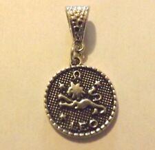 pendentif argenté médaille argentée zodiaque lion diamètre 20 mm