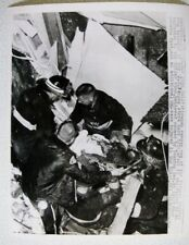 explosions JC PENNY STORE FIREMEN REMOVE BODY1963 #7488