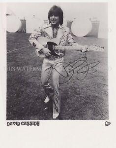 DAVID CASSIDY SIGNED AUTOGRAPH 8X10 RPT PROMO STUDIO PHOTO WITH GUITAR
