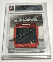 Dominik Hasek /24 ITG Ultimate Glove Silver Jersey Insert Parallel Hockey Card