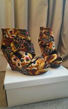 Tribal print fabric wrap wedges. Size 5.