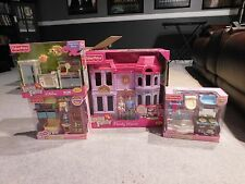 Fisher Price Loving Family Dollhouse Family Manor 2010 Mom Dad Baby & 3 Rooms