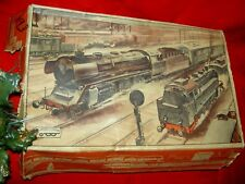 Antique HAFNER cast iron locomotive train & 2 American Flyer New York passengers