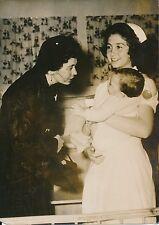 GRÈCE 1957 - Reine Frederika, Princesse Sophie de Grèce Pouponnière - PR 814