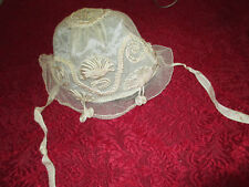 beau bonnet ancien d'enfant guipure