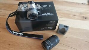 Olympus OM-D E-M10 Mark III silber + 14-42mm Objektiv + M.Zuiko Digital ED40-150