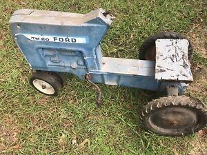 Ford TW-20 Original ERTL IH PEDAL TRACTOR Ertl F-68