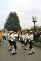 PHOTO  1978 BERWICK SUSSEX THE LONG MAN MORRIS MEN PERFORMING OUTSIDE OF THE CRI