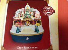 Hallmark Keepsake Ornament - 2005 - City Sidewalks  - B036