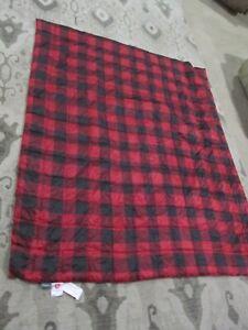 """A1 Eddie Bauer Packable Throw Blanket Primaloft  60""""x70"""" Red Plaid"""