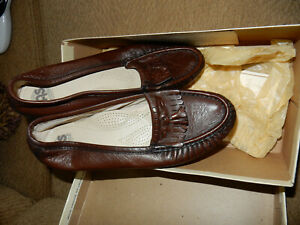vintage SAS leather sz 8W women's comfort moccasins shoes, brown, exc, tassels