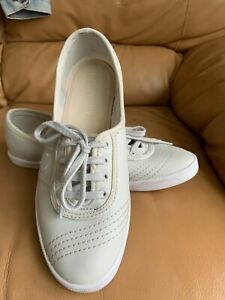 Fred Perry Aubrey girls or women's tennis shoes size UK 4.5 in white?