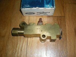 NOS 1975-1979 Ford F250 F350 2WHD Brake Pressure Differential Valve D4TZ-2B257-A