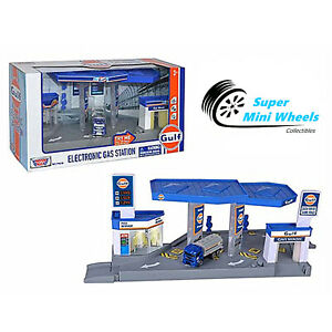 Motormax 1:64 Diorama GULF Gas Station With Gas Tanker Try-Me Sound & Light