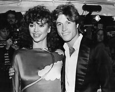 ANDY GIBB AND VICTORIA PRINCIPAL - 8X10 PUBLICITY PHOTO (AB-646)