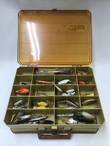 Vtg Fisherman's Tackle Box Lot of 42 Fishing Lures Wood, Plastic in Magnum Plano