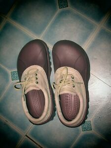 CROCS AXLE ALL -TERRAIN LACE UP  BURGUNDY & TAN LEATHER UPPER M-8/W-10