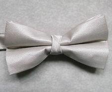 """NUOVO Lusso Papillon uomo cravattino sottile design a righe beige chiaro 14"""" - 21.5"""""""