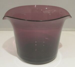 An Early 19th Century Amethyst Glass Wine Rinser