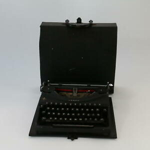 Oliver Antique/vintage Collectible Portable Typewriter With Original Case