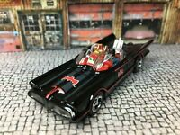 Hot Wheels Batmobile 1966 1/64 Scale Batman & Robin Corgi figures