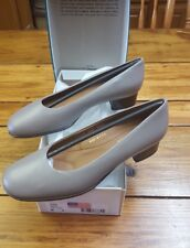 New Footthrills Women's Sz 8 M Downtown Taupe Classic Pumps USA Made Sabrina