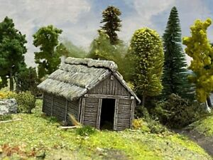 Renedra timber outbuilding - wargames scenery 28mm
