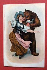 CPA. Suisse. OURS Humanisé. Danse. Jeune Fille. Bière . Années 1900.