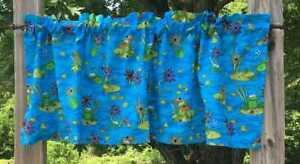 Green Frog Lily Pad Bee Dragonfly Ladybug Floral Pond 15L Blue Curtain Valance