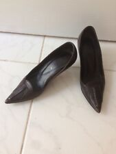 Yves Saint Laurent brown shoes. Brown pointed toes court shoes.Size 35.5. UK 2.5