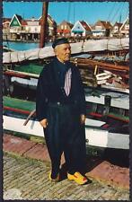 AK Volendam Fischer in Tracht, Holzklogs, Segelschiff, Niederlande, ungebr.