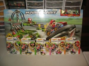 MARIOKART HOT WHEELS RACE TRACK WITH ALL 5 COLLECTIBLE CARS NEW