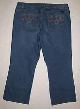 L.e.i  Chelsea lowrise Jr size 15 med wash blue jeans Capri/ cropped inseam 24