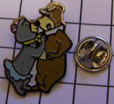 CINDY BEAR YOGI BEAR FRENCH KISS HANNA BARBERA vintage pin badge Z4X