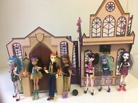 Monster High High School Playset House And Lot Of 7 Dolls & Accessories