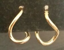 18k yellow gold polished sculpted hoop earrings,  1.1 grams