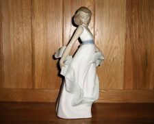 """Nao by Lladro Figurine 1343 """"Walking On Air"""" Excellent Condition"""