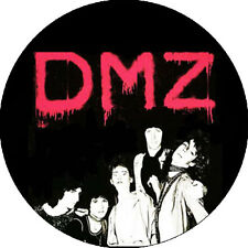 CHAPA/BADGE DMZ . pin button the lyres jeff connolly garage chesterfield kings