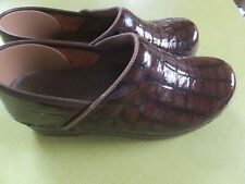 Sanita 38 Brown Croc Embossed Clogs Professional, Pristine