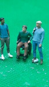 fine scale model figure 00 gauge  handpainted  3  male friends 1 is disabled
