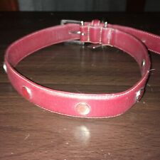 COACH RED LEATHER COLLAR WITH GROMMETS AND SQUARE COACH CHARM. SIZE L.