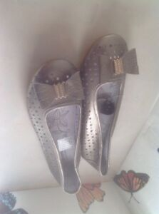 Lovely Ladies Gold With Bow Flat Shoes, Cushion Walk Size 7 New Shop Clearance